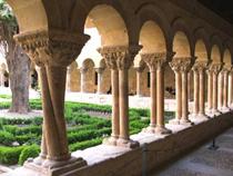 Imagen del claustro de Santo Domingo de Silos