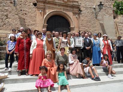 Imagen de los vecinos de El Poyo del Cid tras recibir el I Premio Álvar Fáñez