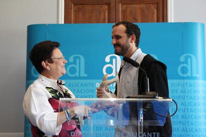 La presidenta de Alicante entrega el premio a Miguel Gutiérrez Garitano