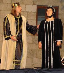 Un momento de la representación de El Destierro que ponen en escena los vecinos de Castrillo del Val (Burgos)