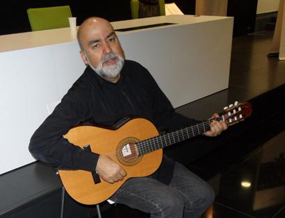 Imagen del cantautor y profesor Emiliano Valdeolivas